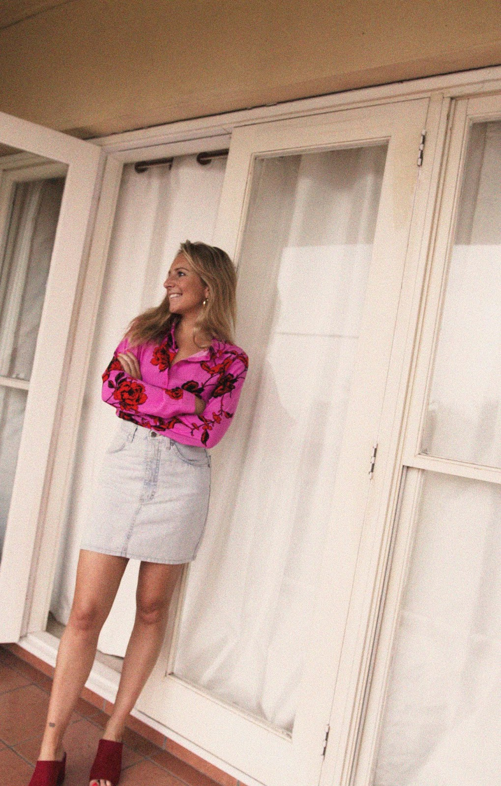 how-to-wear-a-denim-mini-skirt