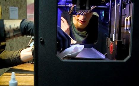Designers -franceses- hackearam- impressora- 3D - máquina- de- tatuar-modificaram