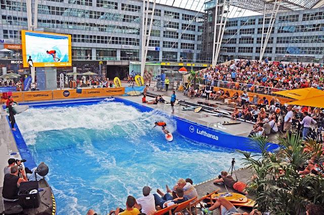 Aeropuerto de Munich en Alemania, piscina de olas artificial para surfear