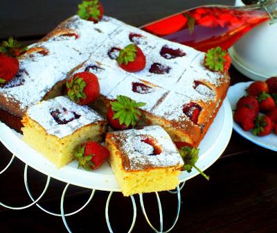 Kubeczkowe ciasto z truskawkani