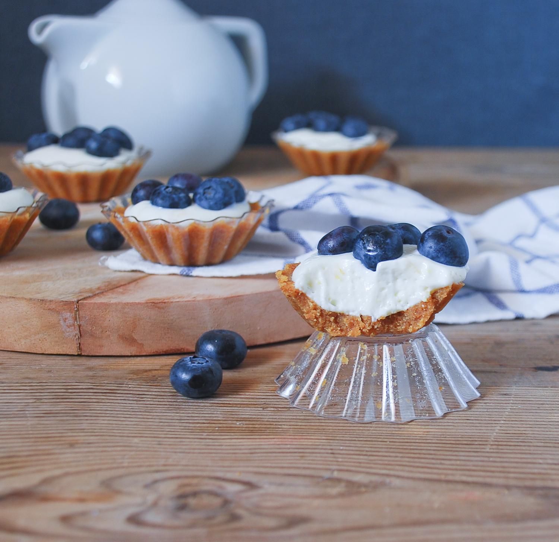 Tartaletas de yogur griego y arándanos {sin hornear}