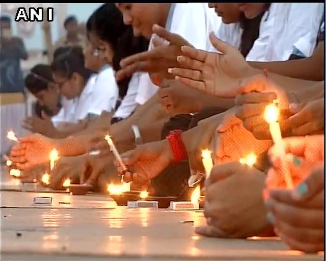 பிரதமர் மோடியின் பிறந்தநாளை முன்னிட்டு 989 விளக்குகள் ஏற்றி கின்னஸ் உலக சாதனை