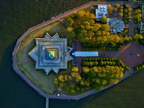 by Jeffrey Milstein - NYC Statue of Liberty | chidas fotos cool stuff - aerial vision of NYC