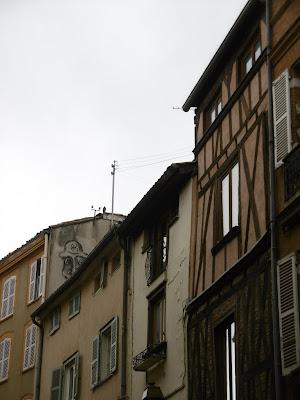 En haut à gauche,toit de Toulouse, malooka