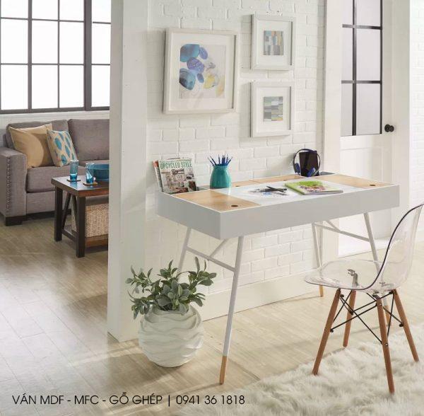 Mẫu 11: bàn làm việc đẹp cho văn phòng