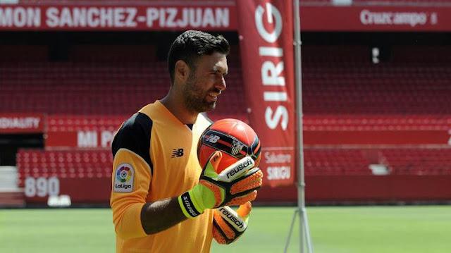 Tinggalkan Sevilla, Sirigu Gabung Osasuna
