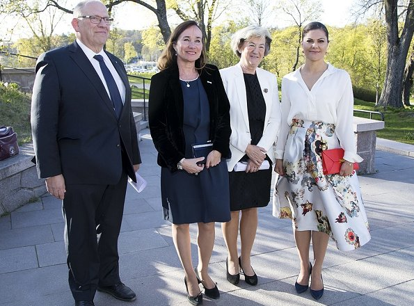 Crown Princess Victoria attended the 80th Anniversary of the Swedish Chamber of Commerce Friends' Association. wore Floral Skirt