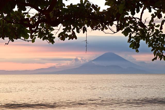Lombok, pulau lombok, lombok island, indonesia, travel, travelling, wisata, jalan- jalan, pantai, senggigi, mangsit, gunung agung balo, sunset