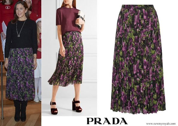 Crown Princess Mary wore PRADA Pleated printed silk-voile midi skirt