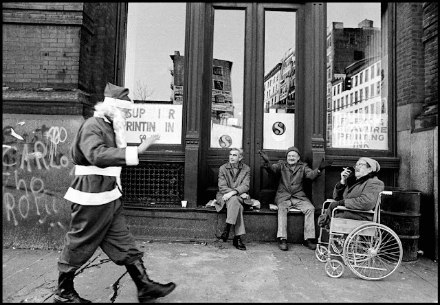 Santa walks past homeless men and waves hello. c.1980s. A Pleasant Christmas Story and other stories of Christmas Creepers. marchmatron.com