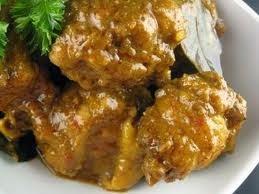 Salah satu kuliner Padang yang patut dicoba adalah masakan rendang  Padang Rendang Ayam