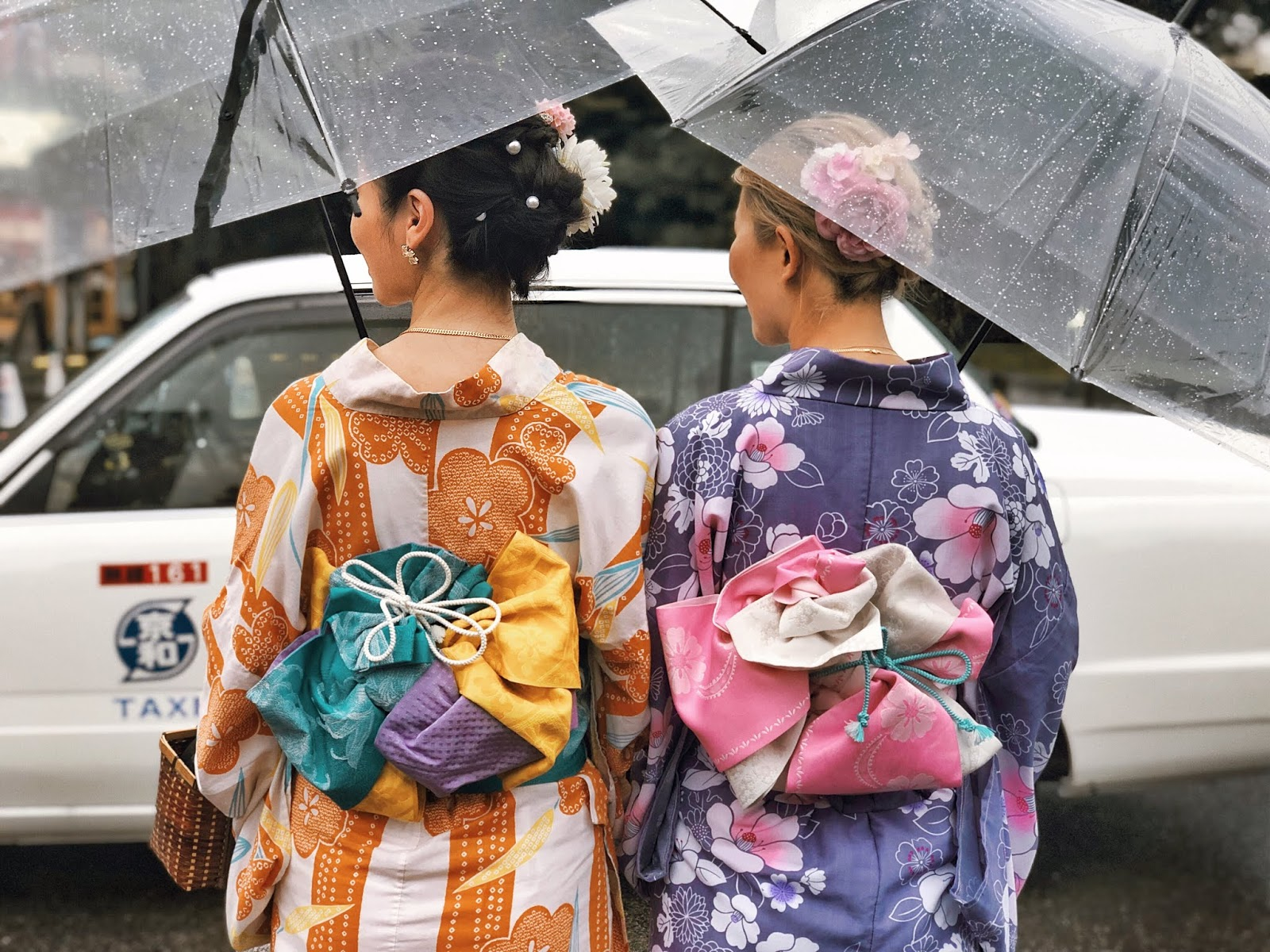 Kyoto kimono in the rain / Personal Style Blog by Van Le / FOREVERVANNY.com