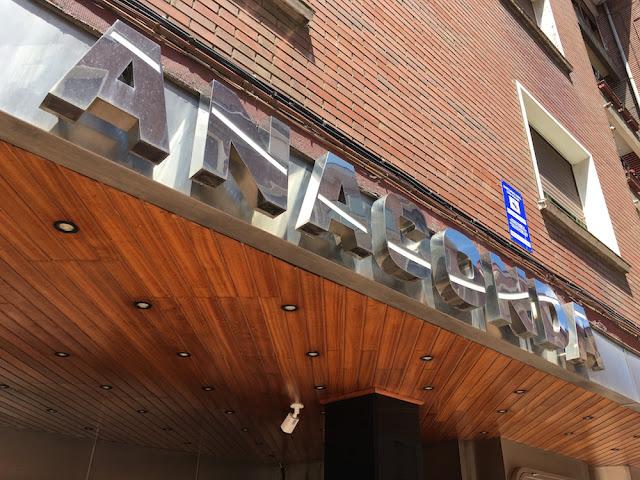 Letrero de la discoteca Anaconda