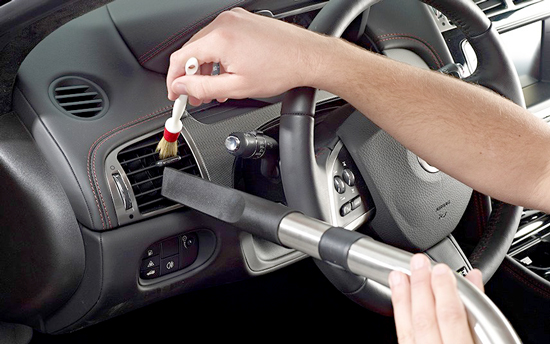 QUICK AND EASY WAYS TO KEEP YOUR CAR'S INTERIOR CLEAN