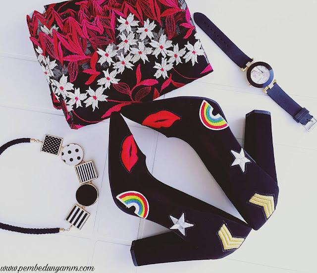 siyah topuklu ayakkabılar