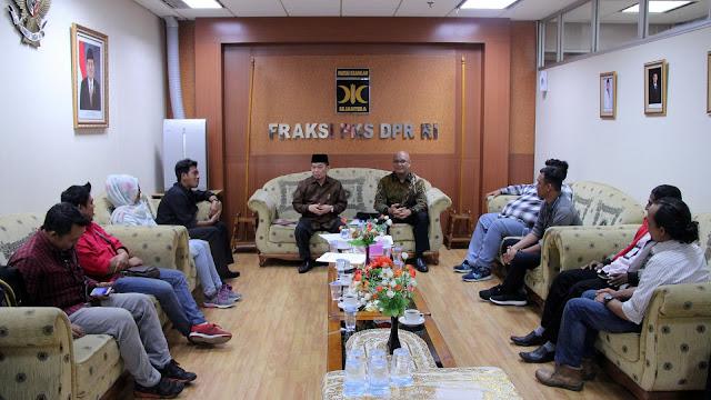 Bersama Wartawan, FPKS Komitmen Jaga Nama Baik Parlemen