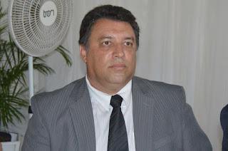http://vnoticia.com.br/noticia/3475-vereador-jaredio-azevedo-e-preso-suspeito-de-coagir--em-processo-do-irmao