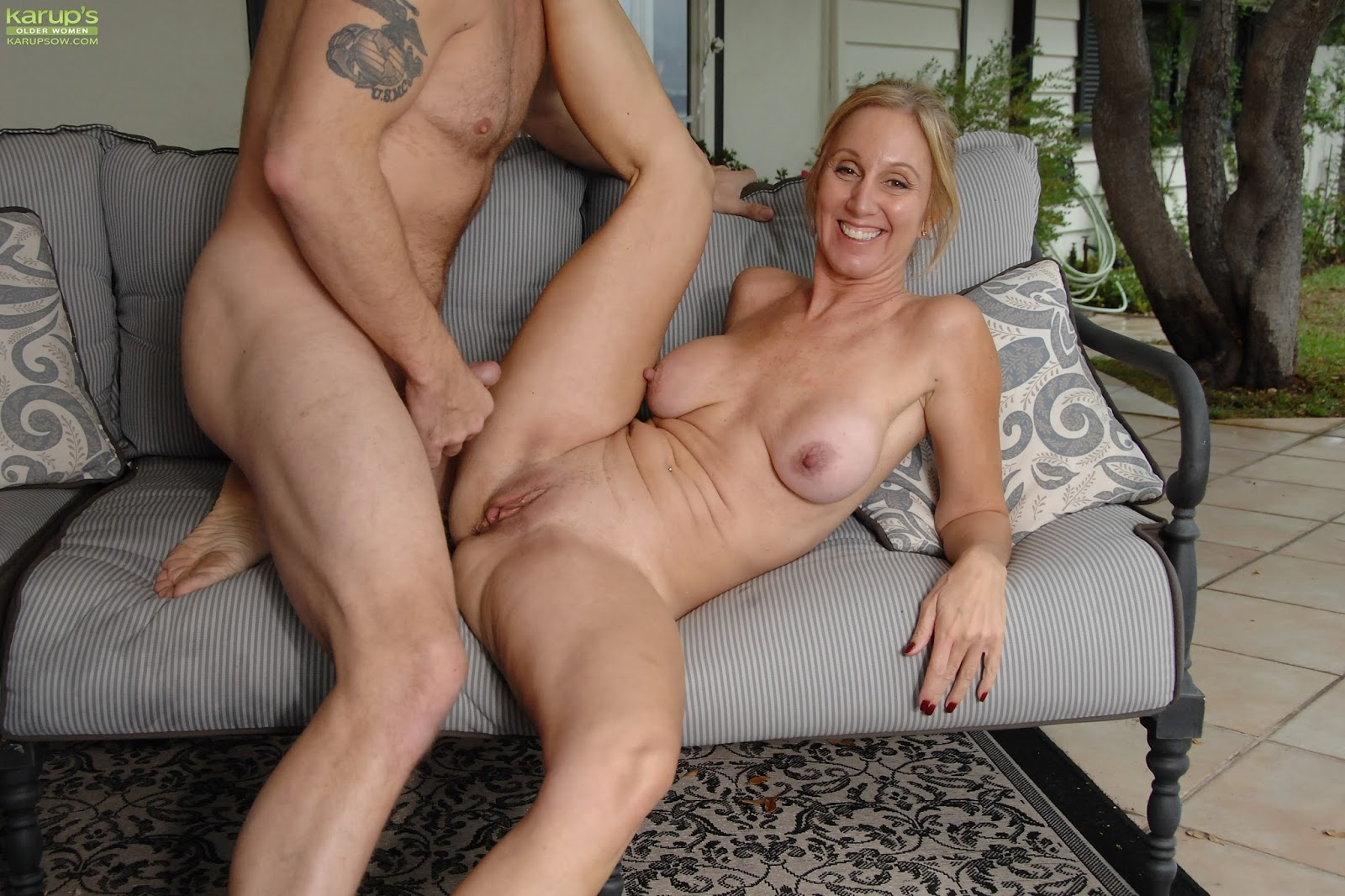 Milfs seducing young girls