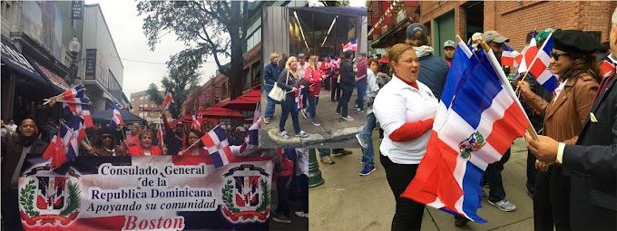 Consulado en Boston se une a despedida de David Ortiz y distribuye cientos de banderas en Fenway Park