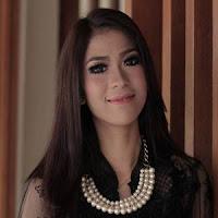 Lirik dan Terjemahan Lagu Elsa Pitaloka - Indak Sasanang Dulu
