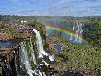 cataratas de Iguazú con arco iris