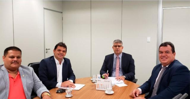 Deputado Marquinho Viana e prefeito de Ibicoara participam de audiência na SSP para pedir reforço no policiamento