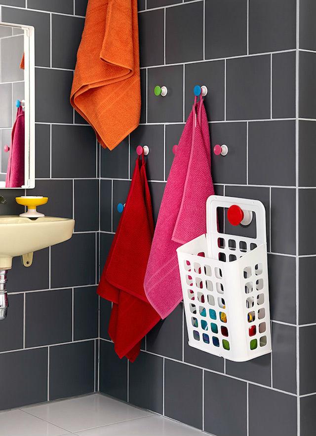 10 ideas para renovar el baño por menos de 100€, baño con pomos de ventosa