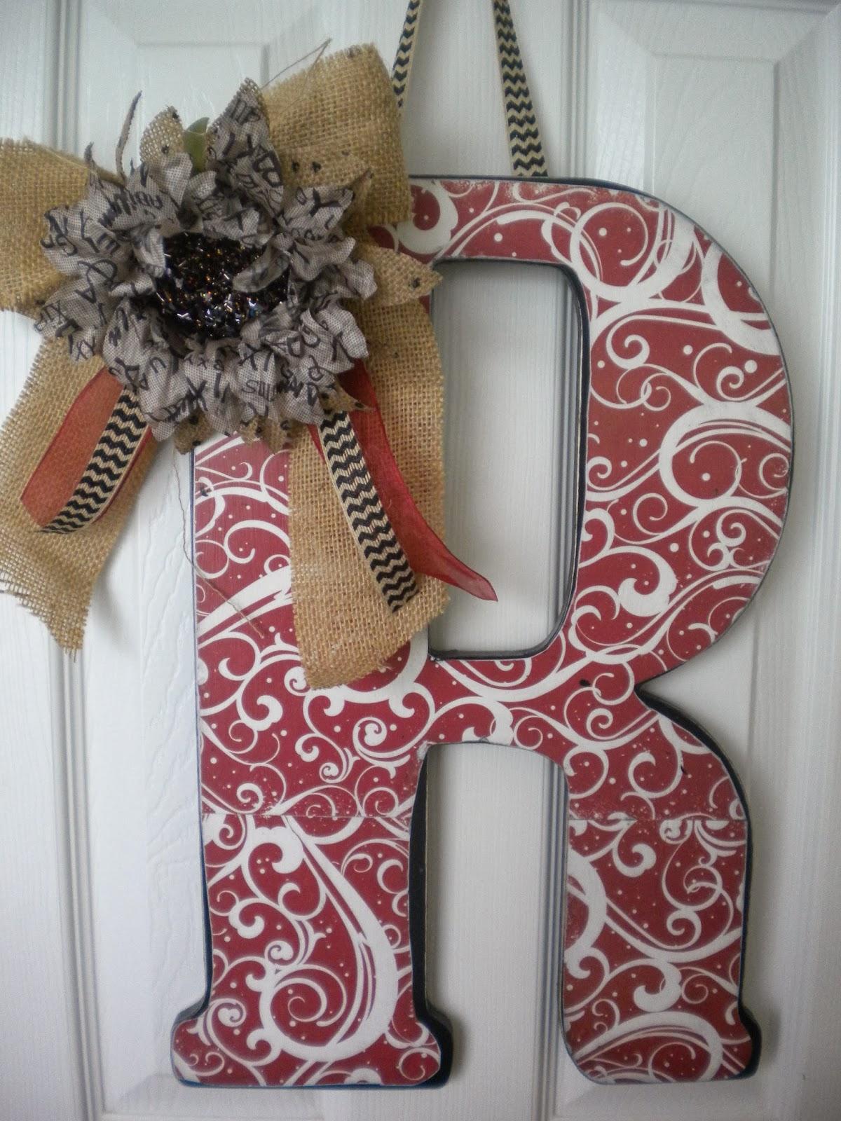 http://www.daisiesandstars.com/2013/10/decorative-wall-letters.html
