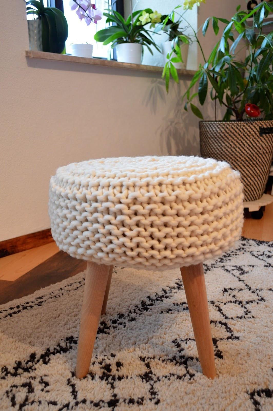 f e du tricot customiser un tabouret avec du tricot tuto inside. Black Bedroom Furniture Sets. Home Design Ideas