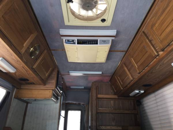 Used RVs 1989 Chinook Concourse 18 Plus For Sale by Owner