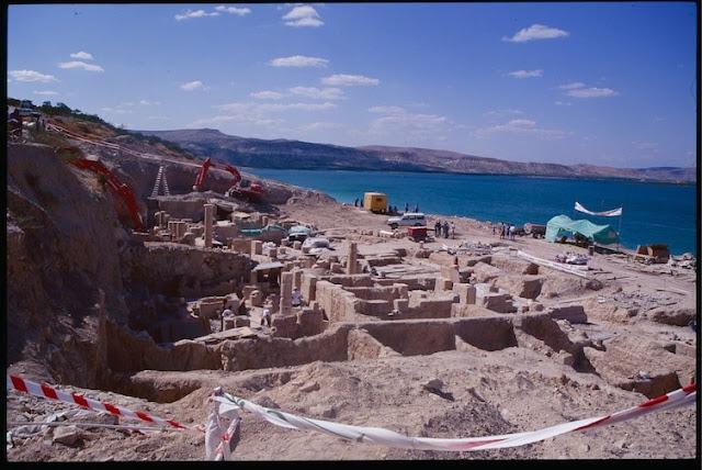 Древний город Зевгма на территории Турции, где нашли мозаику, большей частью находится под водой. археология, история, мозаика