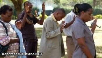 Pentecostales curan el sida con oración