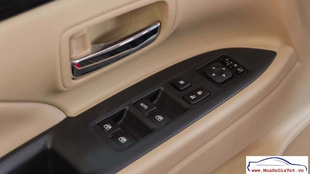 So sánh Toyota Innova V và Mitsubishi Outlander 2.0CVT