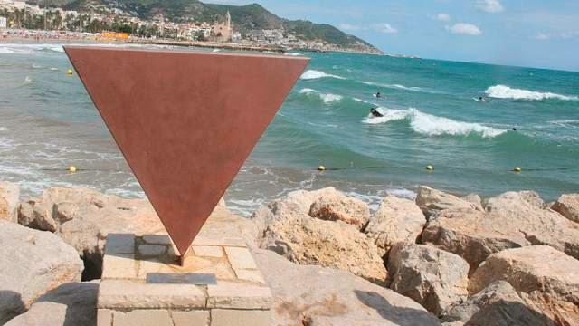 Escultura al colectivo homosexual en Sitges
