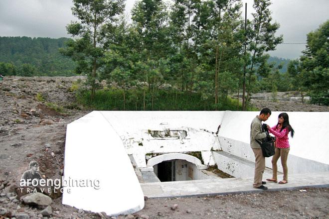 lava merapi kaliadem sleman yogyakarta bunker perlindungan