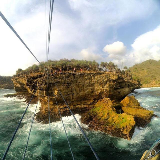 foto pemandangan pulau timang