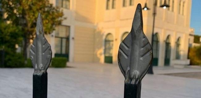 Βριλήσσια: 11χρονος  «καρφώθηκε» στα κάγκελα εκκλησίας !