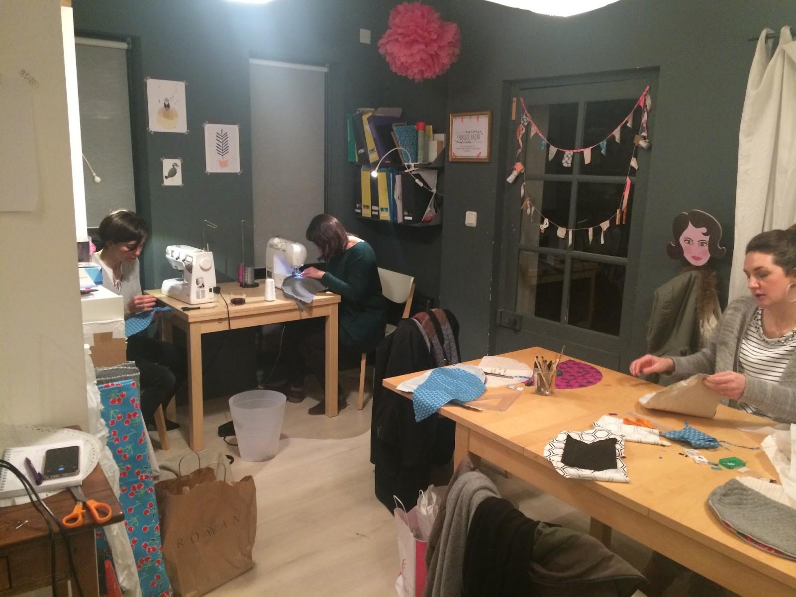 atelier de couture ludique et cr atif l 39 ap ro couture du mois de f vrier la troussede. Black Bedroom Furniture Sets. Home Design Ideas