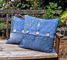 capa de almofada feita de jeans reciclado