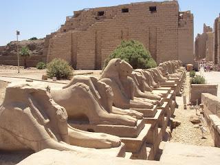 Scoperta incredibile in Egitto: sei mummie in una tomba di faraoni