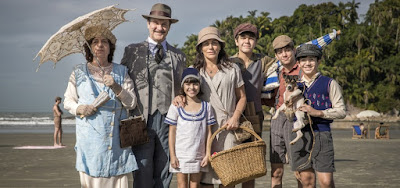Júiio (Antonio Calloni) e Lola (Gloria Pires) com a família na primeira fase de Éramos Seis, novela das seis