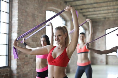 3 woman doing exercise