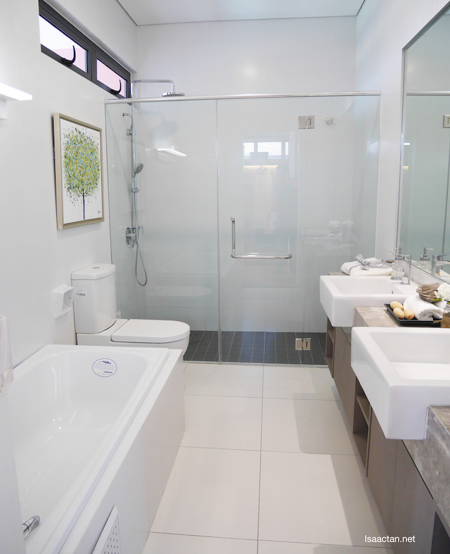 Lovely bathroom design, complete with a bathtub and see through shower screen