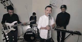 Lirik Lagu Dan Kau Memilih Dia - Softeast