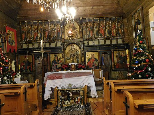 Oryginalny ikonostas, częściowo zniszczony przez złodziei.