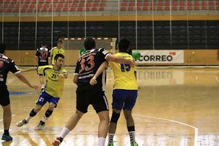 El CB Barakaldo gana 33-26 ante el Dominicos Zaragoza en la liga de Primera Nacional