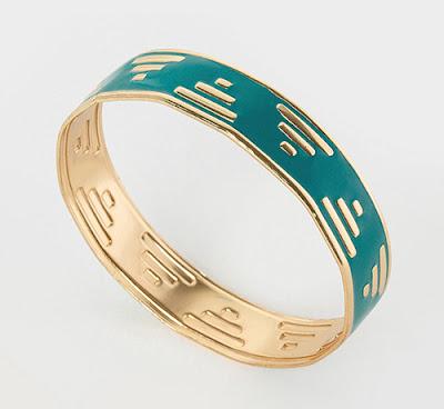 http://www.tati.fr/collection-cristina-cordula-pour-tati/bijoux-sac-accessoires/la-collection/bracelet-cristina-cordula/169941.html#4160