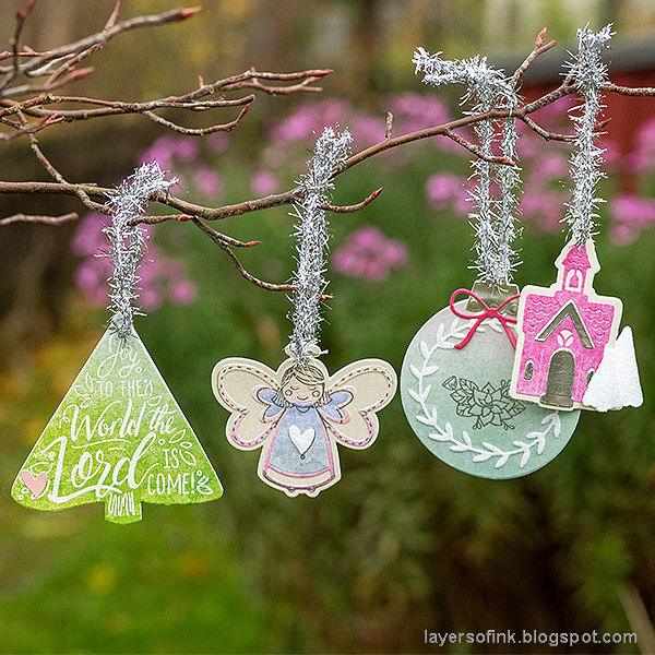 Layers of ink - Christmas Tree Ornaments Tutorial by Anna-Karin Evaldsson.