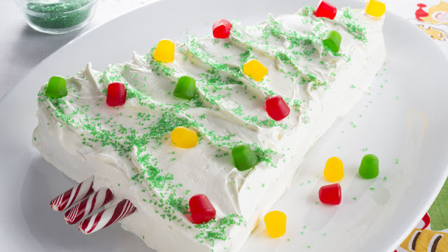 Turn an ordinary rectangular cake into a festive Christmas memory Christmas Tree Cake Recipe