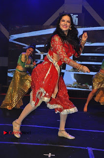 Bollywood Actress Model Sunny Leone Dance Performance in Red Half Saree at Rogue Audio Launch 13 March 2017  0194.jpg